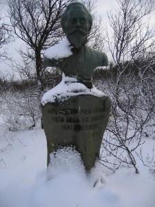Styttan af Sr. Friðrik í Vatnaskógi